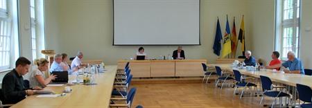 Die öffentliche Sitzung des Kreiswahlausschusses wurde von Kreiswahlleiter Matthias Baumann (vorne Mitte) geleitet (Bild_©_Amk)